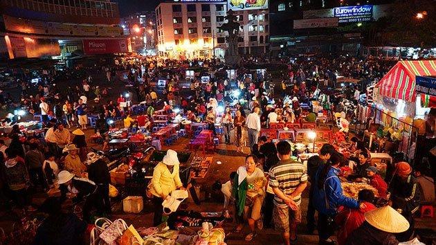Khu bán đồ ăn tại chợ đêm Đà Lạt