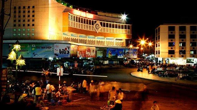 Cảnh tại chợ đêm Đà Lạt