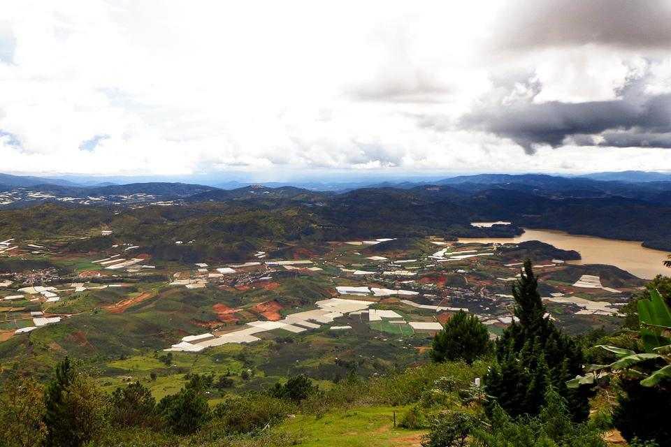 Cảnh đẹp nhìn từ đỉnh đèo Rada – Langbiang.