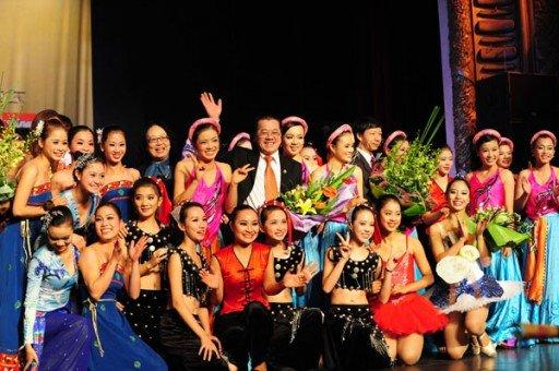 Nụ cười rạng rỡ của thầy và trò trường cao đẳng Múa Việt Nam